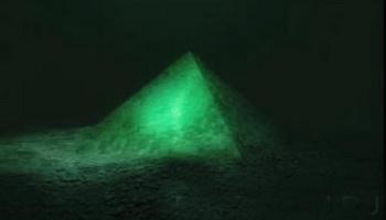 Стеклянные пирамиды на дне бермудского треугольника